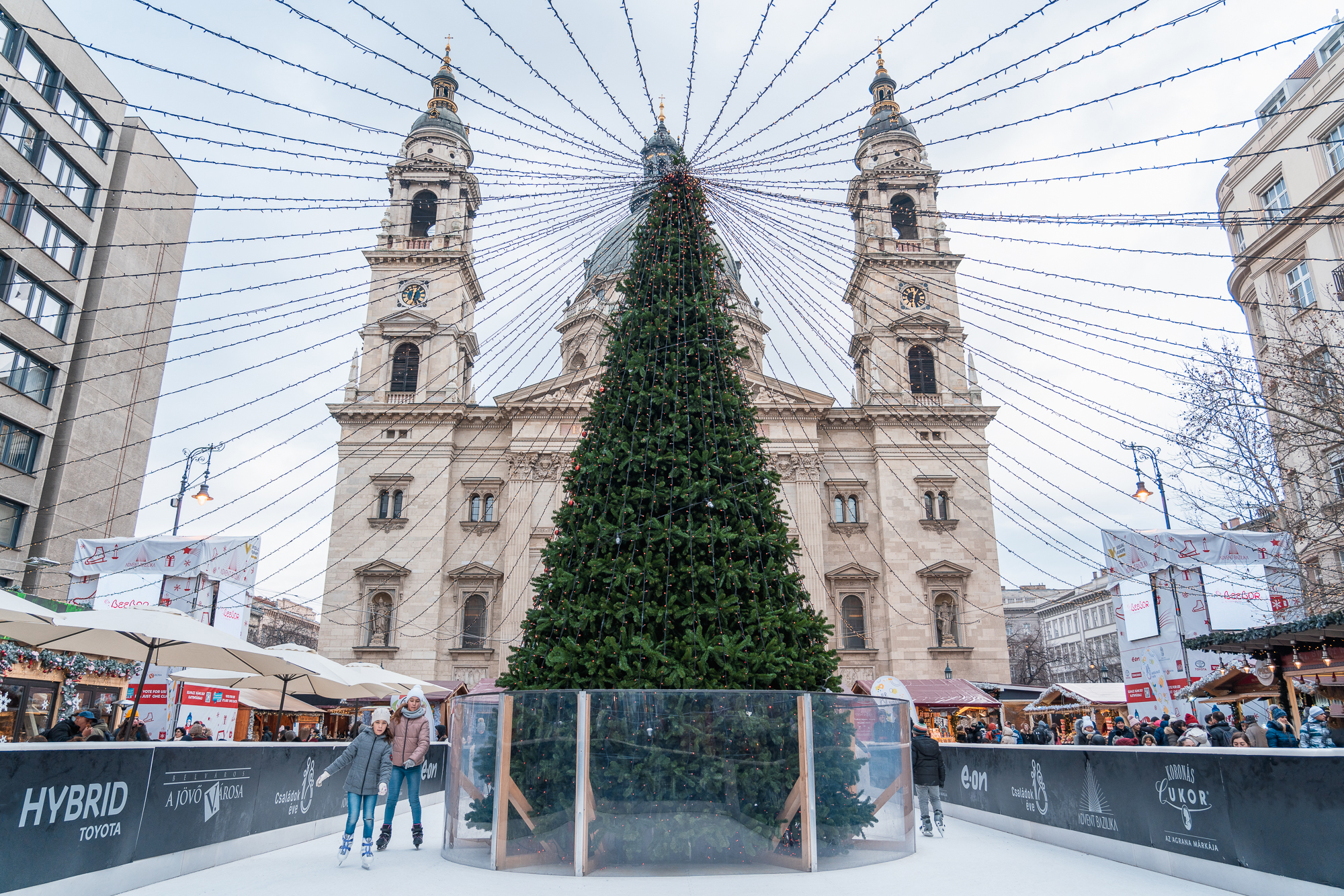 Christmas tree with decorations in front of St. Stephen's Basili