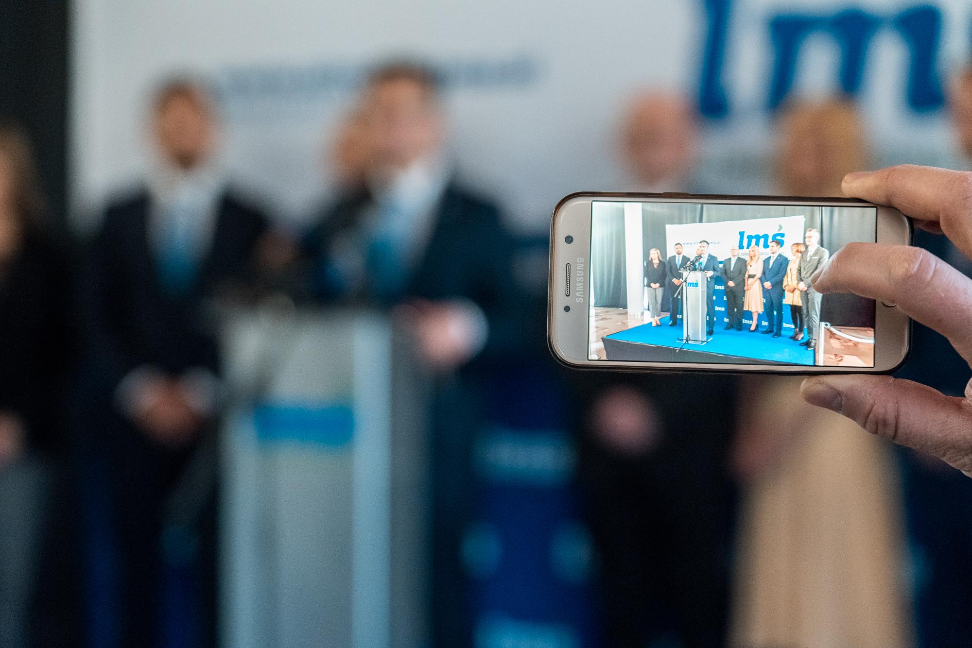 Marjan Šarec and the Candidates for the EU elections - Irena Joveva, dr. Klemen Grošelj, Edis Rujović, Tina Heferle, Jasna Ružicki, Luka Kočevar, dr. Justina Erčulj and Rudi Spruk - on the stage of the Fifth Congress of Lista Marjana Šarca in Trbovlje the stage of the Fifth Congress of Lista Marjana Šarca in Trbovlje